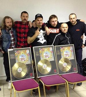 Группа получила три награды