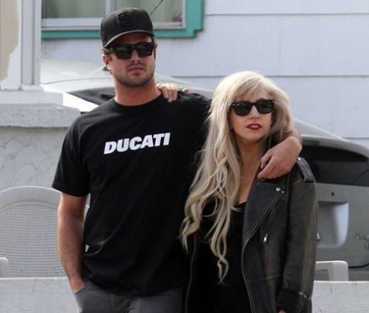 Леди Гага и Тейлор Скини