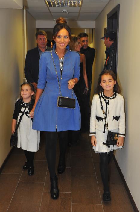 На светское мероприятие Алсу прибыла с дочерьми. Это первый выход в свет крошек Сафины и Микеллы