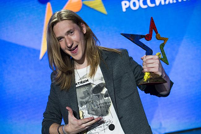 Приз музыкального конкурса «Пять звезд» поехал в Петербург вместе с победителем Александром Ивановым